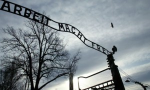 The-sign-at-the-Auschwitz-001